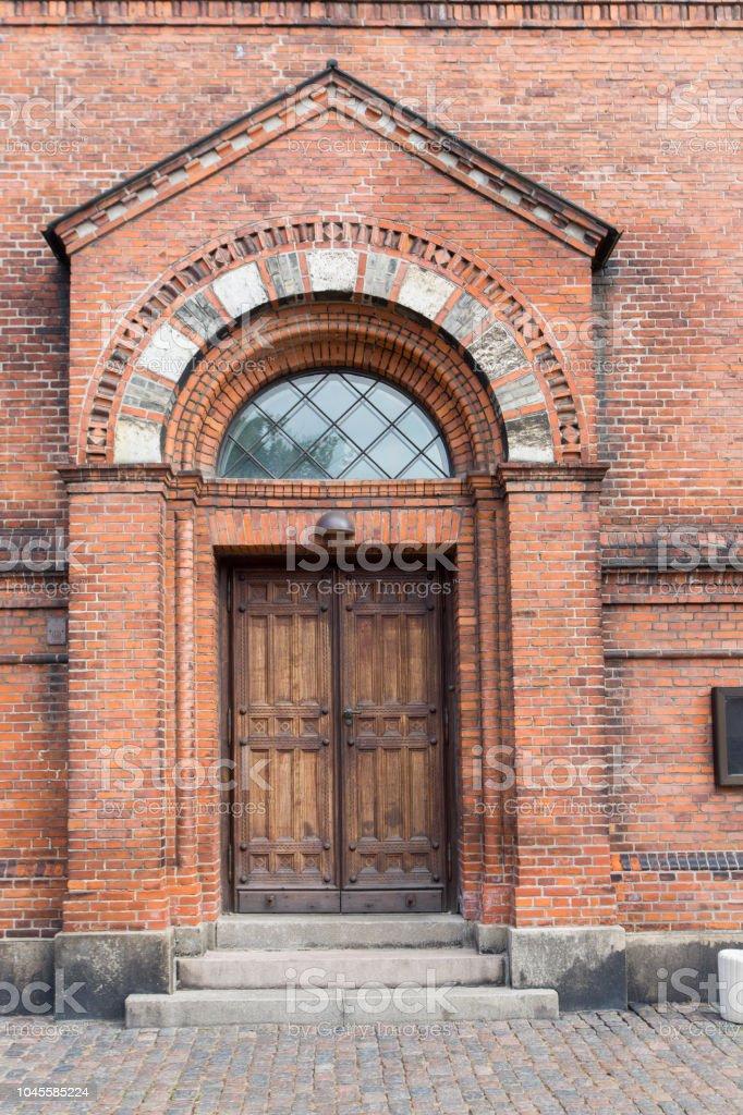 porta de madeira de uma velho prédio sua, Copenhaga, Dinamarca - foto de acervo