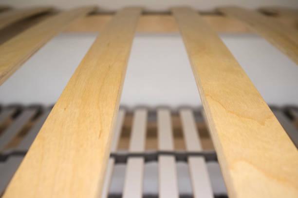 Holzelemente Doppelbett Lattenrost Matratze Nerd – Foto