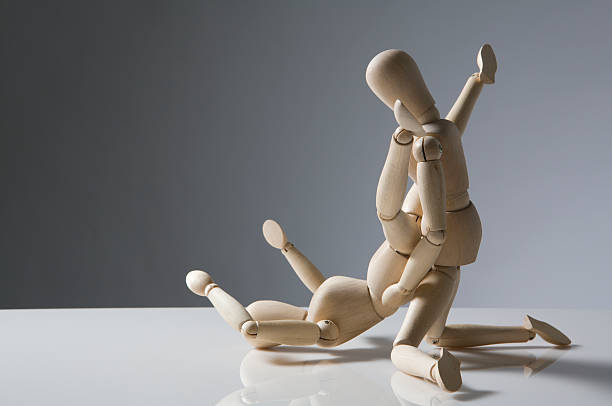 wooden figures having fun - représentation masculine photos et images de collection