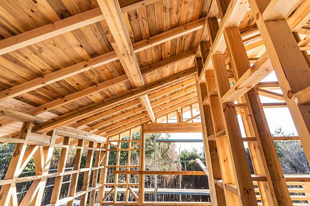 Hölzerne Bilderrahmen auf ein neues Haus im Bau – Foto