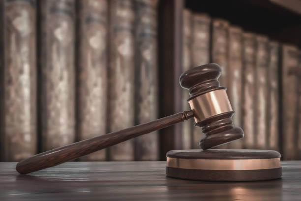 弁護士事務所の木製の与えられた法律の本 - パラリーガル ストックフォトと画像