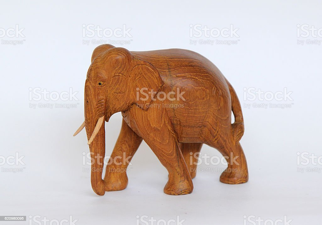 Wooden handmade elephant statue isolated on white foto royalty-free
