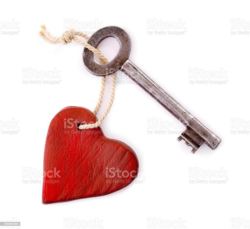 Деревянное сердце с ключом изолированных винтажный стоковое фото