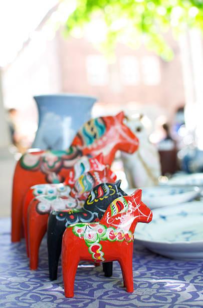 Hölzerne Pferde in flea market – Foto