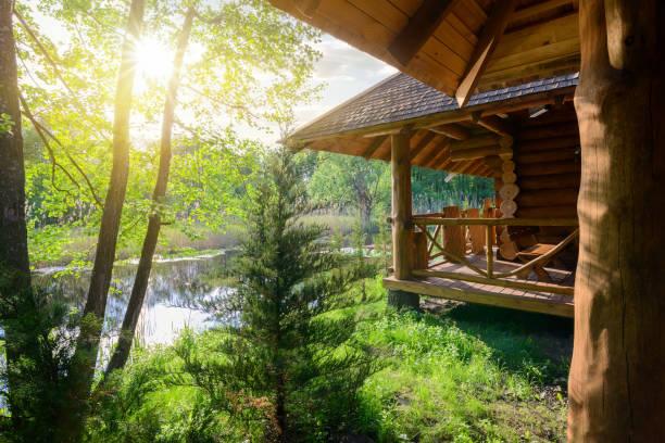 wooden house and river - staw woda stojąca zdjęcia i obrazy z banku zdjęć