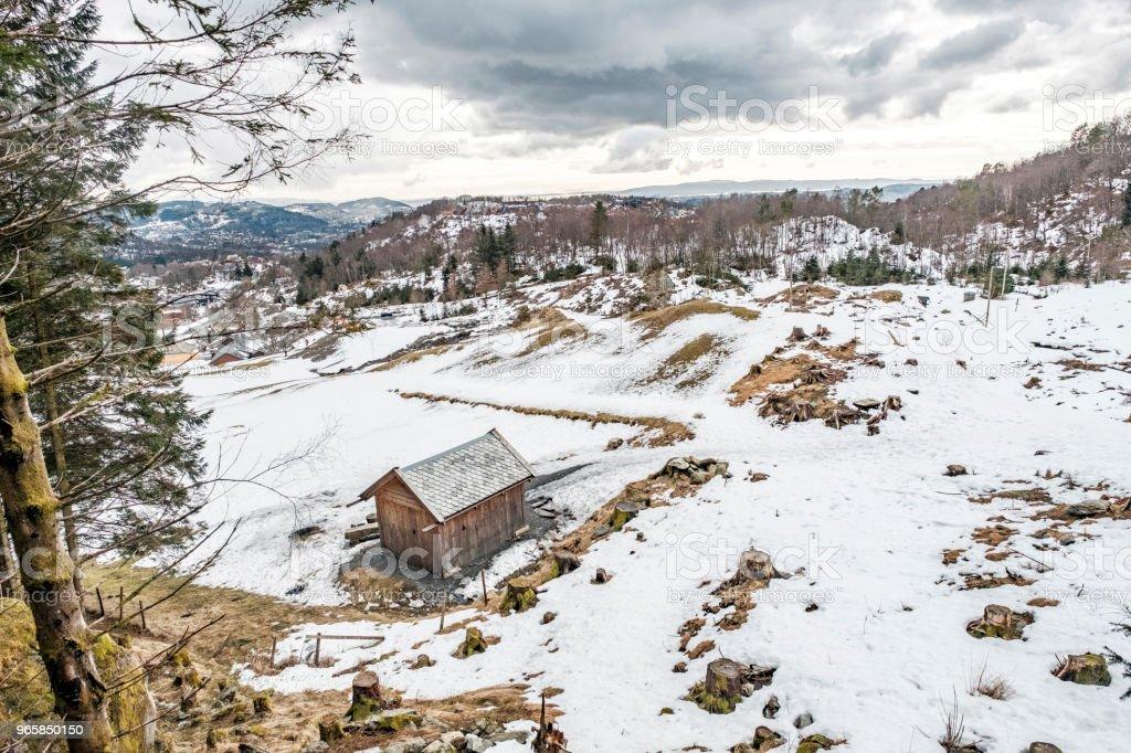 Houten huis in de bergen van Noorwegen - Royalty-free Berg Stockfoto