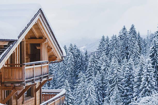 wooden house in winter mountains - европейские альпы стоковые фото и изображения