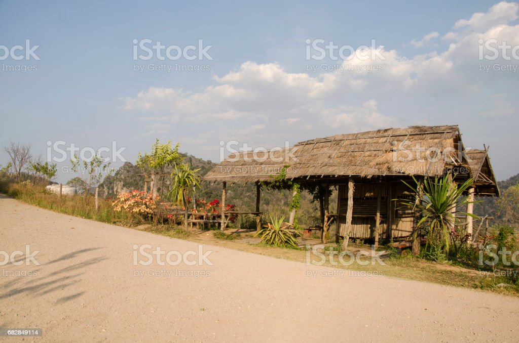Wooden hut and garden for service travelers people rest and relax Lizenzfreies stock-foto
