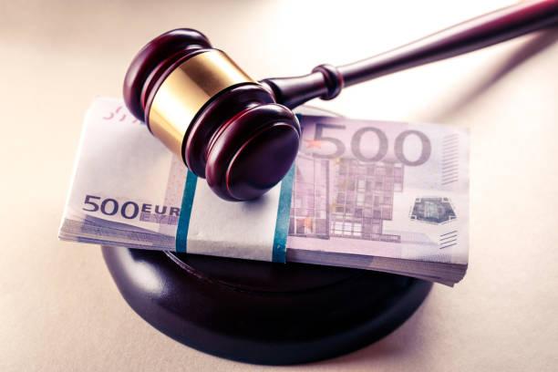 Holzrichtergavel und Euro – Foto