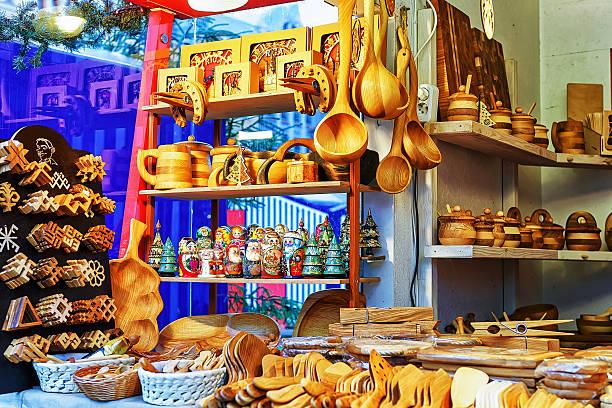 wooden kitchen accessories displayed for sale at riga christmas market - besteck günstig stock-fotos und bilder