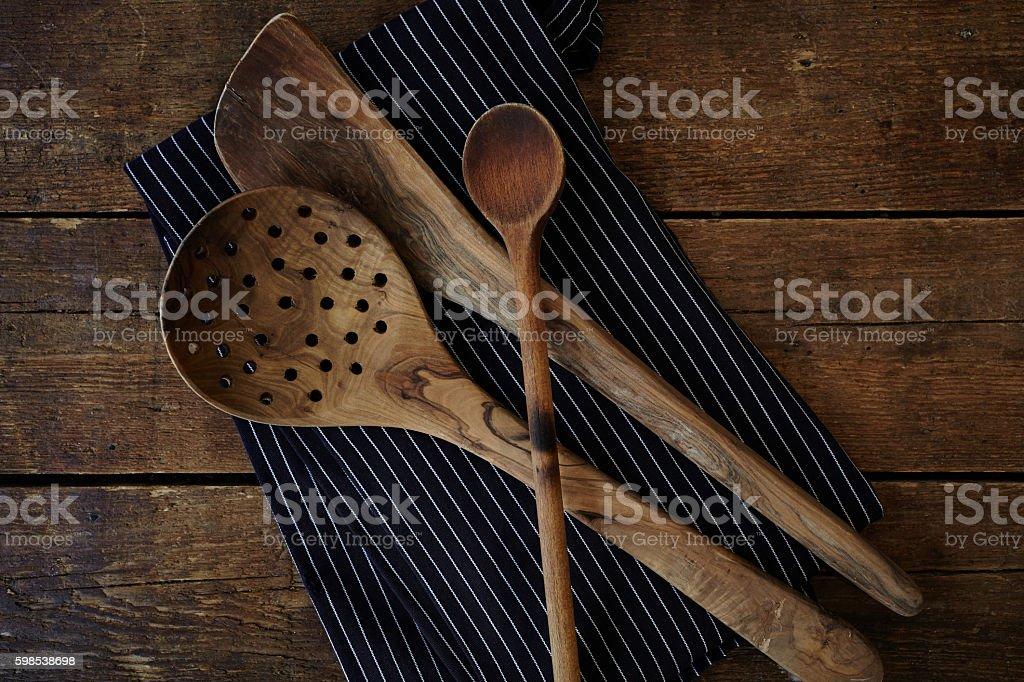 Wooden kitchen tools and apron photo libre de droits