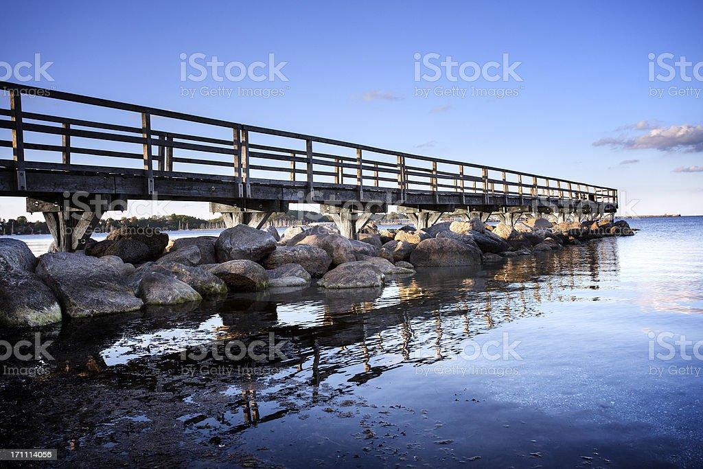 Hölzerne Anlegestelle in der Ostsee – Foto