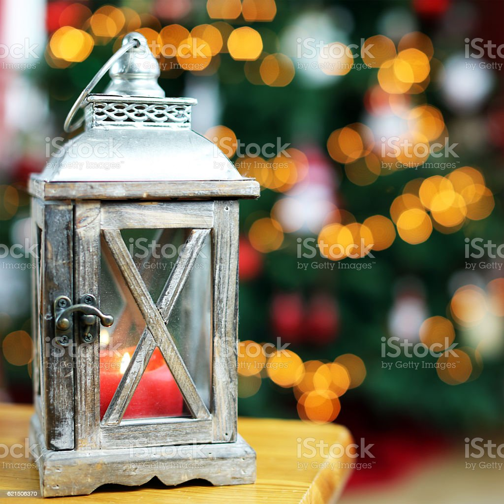 Wooden Lantern in front of Blur Christmas Tree Lights foto stock royalty-free