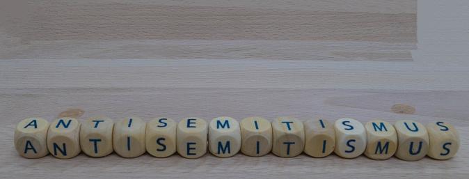 Symbolic Letters Discrimination