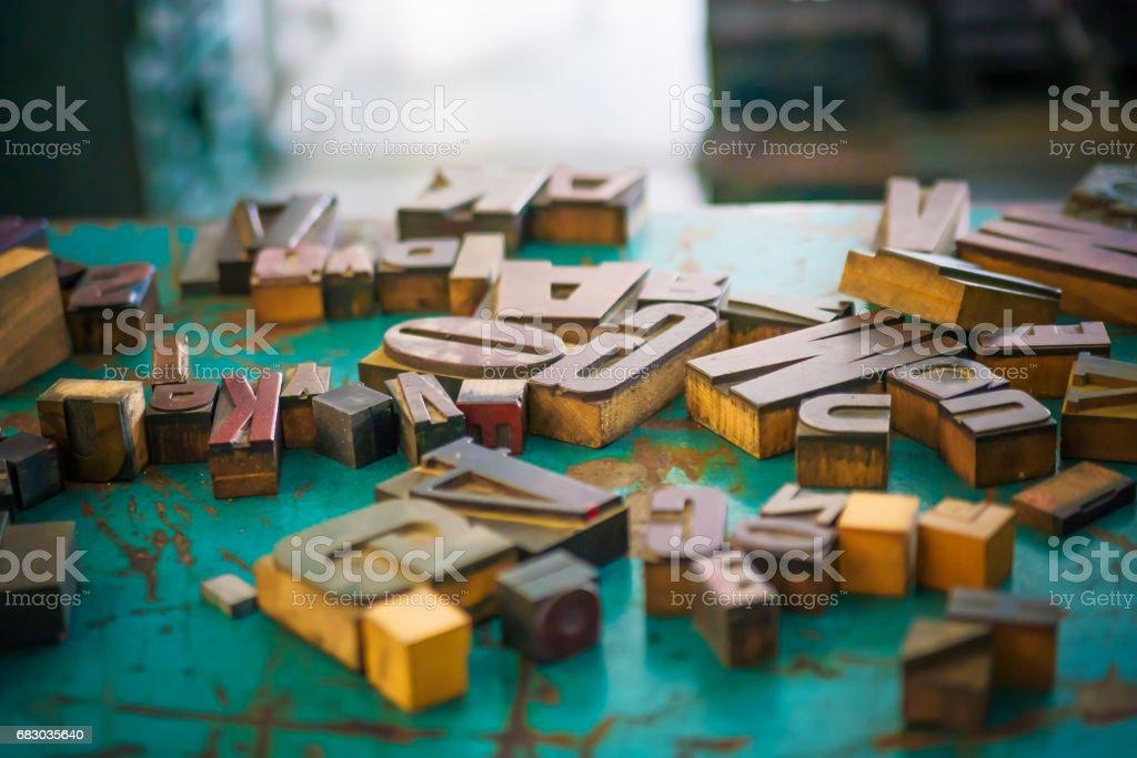 Letras Foto Stock Banco En Madera De Tablas El Diseñador Y Más IYbf76gyvm