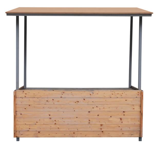 stallo stand mercato in legno con telaio metallico isolato su sfondo bianco - bancarella foto e immagini stock