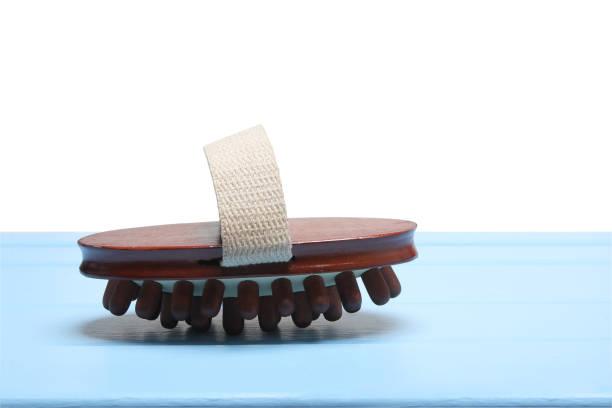 holz massage pinsel - peeling bürste stock-fotos und bilder