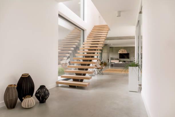 minimalistische holztreppen - treppe stock-fotos und bilder