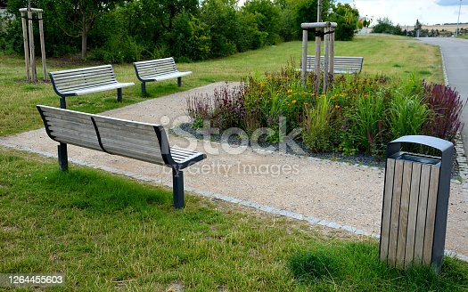 wooden, modern, design, garden, park, bench, benches, wood gray, one, leg, black, metal, beige, gravel, threshing, threshed, lawn, gray, orange, rudbeckia, allium, purple, cobblestone, asphalt, granite, cubes, cube, meadow, natural, ralax, rest, path, sidewalk, street, landscaping, landscape, architecture, sand, wood, seat, grass, green, chair, nature, tree, relax, sphaerocephalon