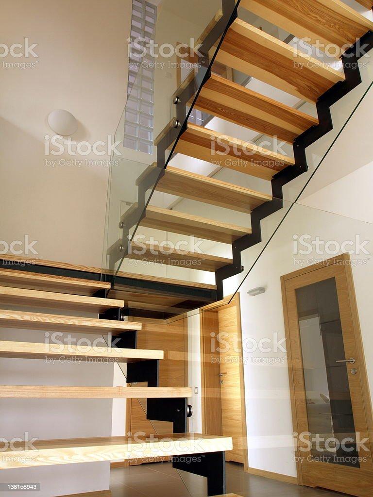 Photo libre de droit de Moderne Escalier En Bois banque d ...