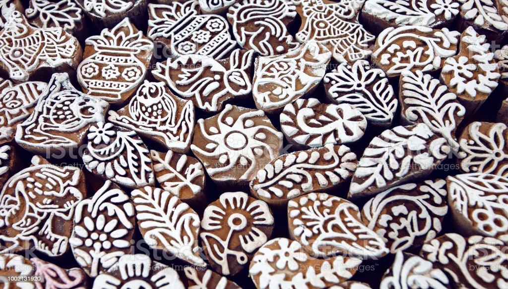cc2b186a5 Bloques del molde de madera para textiles tradicionales de impresión con  patrones y símbolos. Diseño