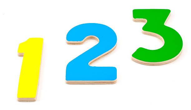 holz-nummern 1, 2, 3 - mathematik 3. klasse stock-fotos und bilder