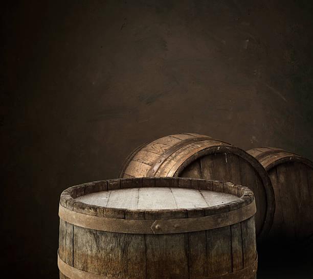 Hölzerne oak barrel, isoliert auf weißem Hintergrund – Foto