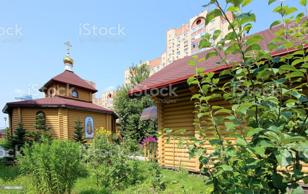 Wooden Orthodox church in Moscow, Russia royaltyfri bildbanksbilder
