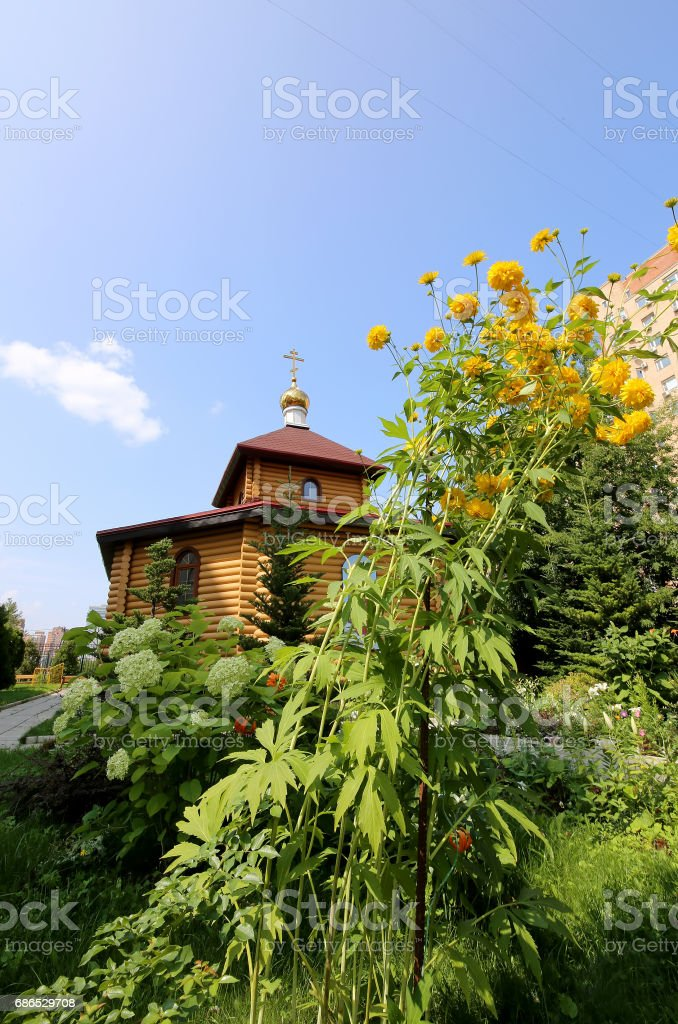 Wooden Orthodox church in Moscow, Russia royaltyfri bildbanksbilder