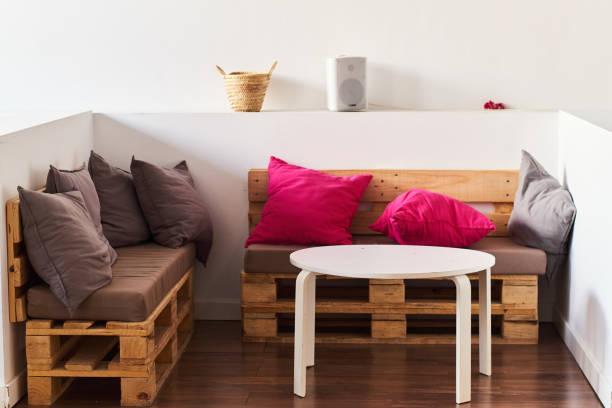wooden palette sofas - pallet foto e immagini stock
