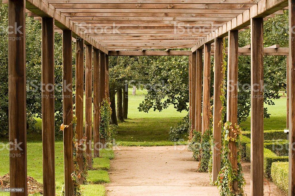 Holz Pergola Stockfoto und mehr Bilder von Bauholz - iStock