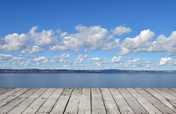 träpiren med sjö och sky - summer sweden bildbanksfoton och bilder