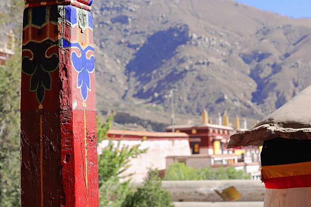 Hölzernen Säulen.   Drepung-Kloster-Tibet.   1218 – Foto