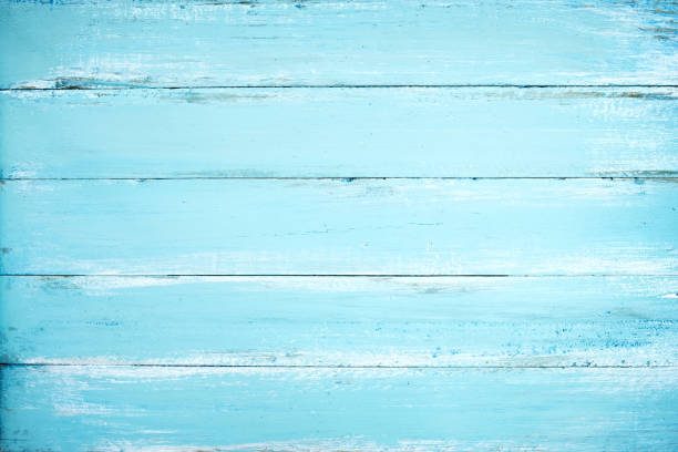 holzbrett in blau lackiert - treibholz wandkunst stock-fotos und bilder