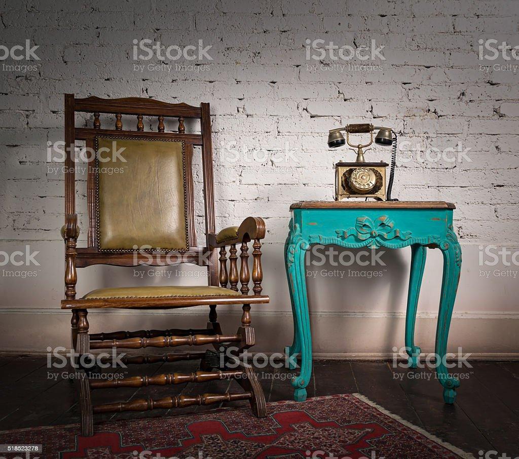 Sedie E Tavoli Vintage.Sedia A Dondolo In Legno Tavolo E Verde Vintage Vecchio Impostare Di