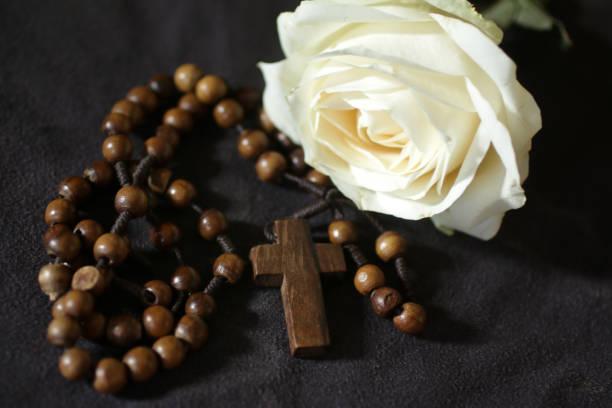 Wooden rosary beads and a single white rose on dark background picture id1278852011?b=1&k=6&m=1278852011&s=612x612&w=0&h=6yqgifzeubv7qfj4l4wpeuabbnrvdlafjgcp12amhq0=