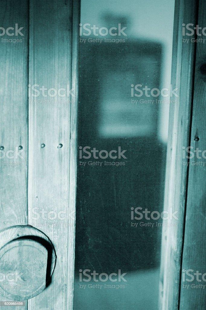 sauna e uma colher de madeira entre balde foto royalty-free