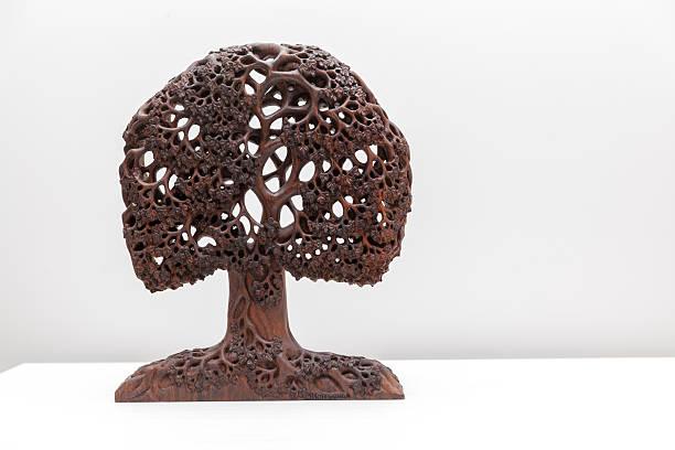 wooden sculpture of tree – Foto