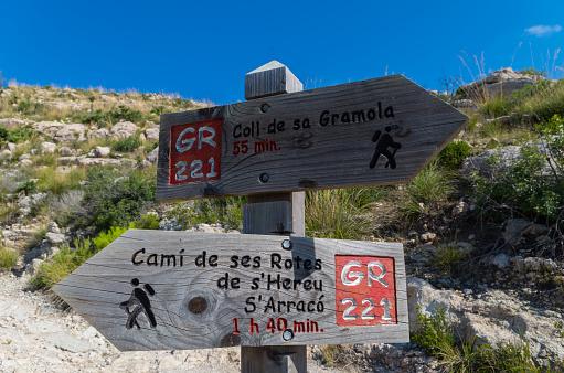 Hölzerne Wegweiser Für Wanderer In Mallorca Entlang Der Gr 221 Stockfoto und mehr Bilder von Abenteuer