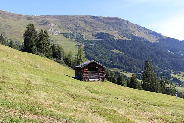 hölzerne ski-hut in österreich - fiss tirol stock-fotos und bilder