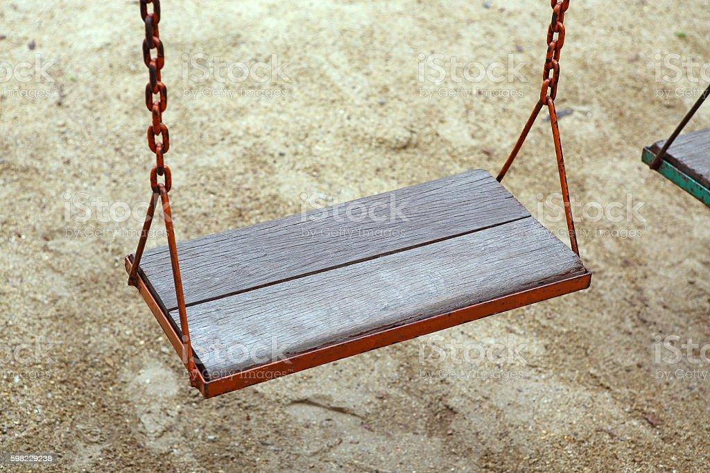 Cadeira de balanço no parque de madeira foto royalty-free