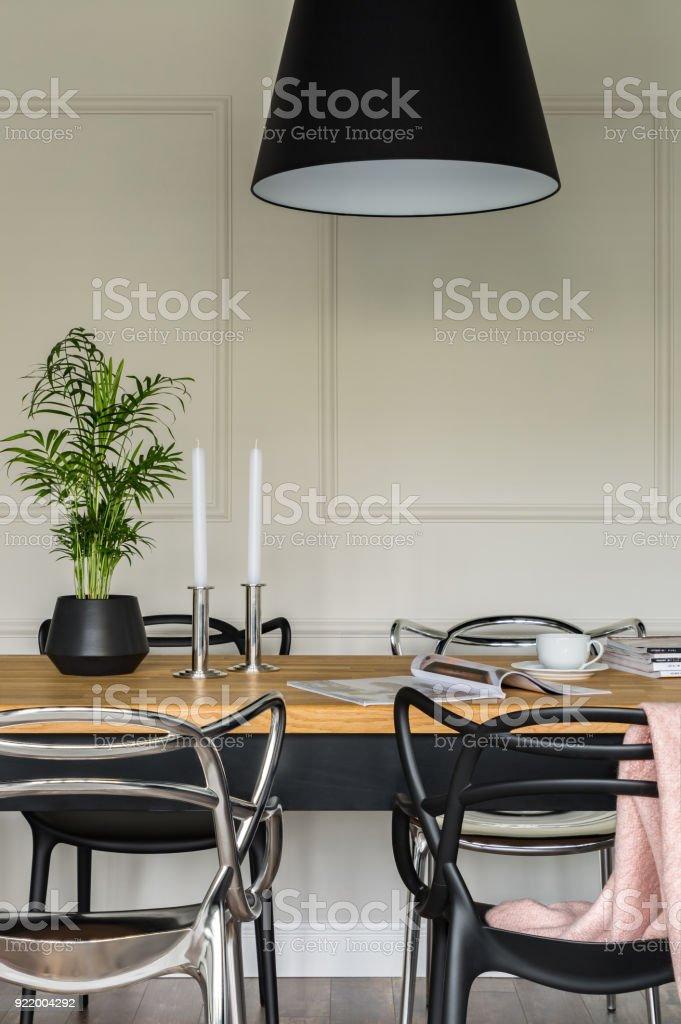 Holztisch Und Moderne Stuhle Stockfoto Und Mehr Bilder Von Architektur Istock