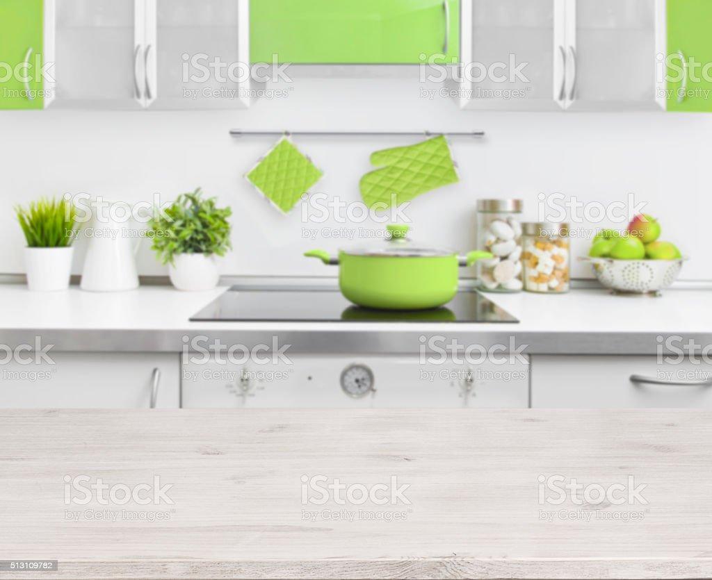 Verde Tavolo Di Legno Su Sfondo Di Interni Di Cucina Moderna ...