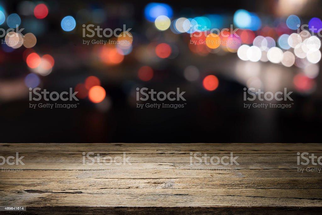 Holztisch Plattform und bokeh bei Nacht für ein Produkt präsentierst – Foto