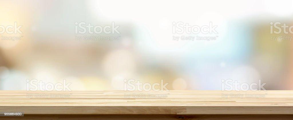 Hölzerne Tischplatte vor Café Hintergrund – Foto