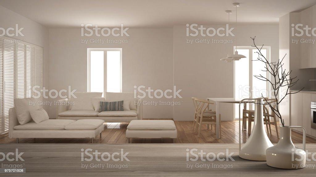Houten tafelblad of plank met minimalistische moderne vazen over