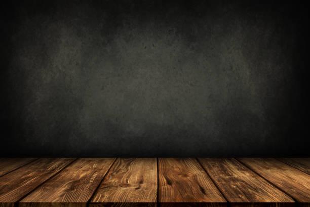 holztisch mit grauen wand hintergrund - regal schwarz stock-fotos und bilder