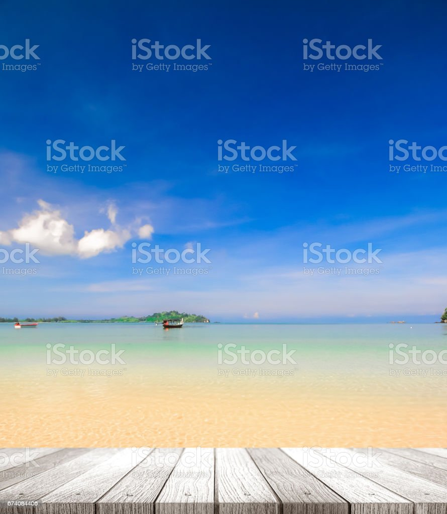 wooden tabletop on peaceful beach foto de stock royalty-free