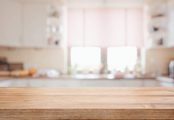 木桌面在被專注的廚房背景 - 無人 個照片及圖片檔