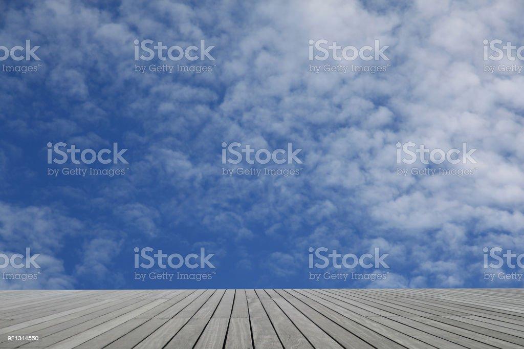 Terraza De Madera En Altura Vista Del Cielo Foto De Stock Y